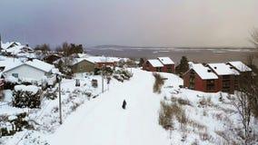 Εναέρια άποψη της κατοικήσιμης περιοχής σε Molde, Νορβηγία κατά τη διάρκεια μιας νεφελώδους ημέρας το χειμώνα φιλμ μικρού μήκους