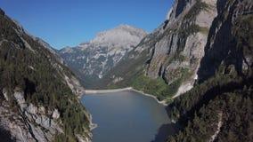 Εναέρια άποψη της λίμνης Gigerwaldsee, Ελβετία φιλμ μικρού μήκους