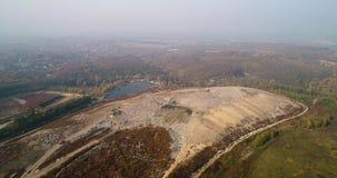 Εναέρια άποψη της μεγάλης απόρριψης πόλεων Αιθαλομίχλη που διαμορφώνεται στον ουρανό φιλμ μικρού μήκους