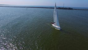 Εναέρια άποψη της ναυσιπλοΐας γιοτ Regatta Klaipeda απόθεμα βίντεο