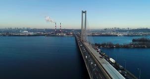 Εναέρια άποψη της νότιας γέφυρας Εναέρια άποψη της γέφυρας καλωδίων νότιων υπογείων Κίεβο, Ουκρανία απόθεμα βίντεο