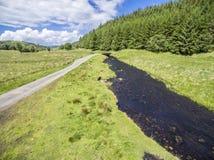 Εναέρια άποψη της οδού μεταξύ Oban και Taynuilt δίπλα στον ποταμό Nell, Argyll Στοκ Φωτογραφίες