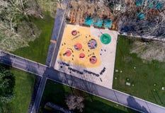 Εναέρια άποψη της παιδικής χαράς νερού διασκέδασης το καλοκαίρι πάρκων Στοκ εικόνες με δικαίωμα ελεύθερης χρήσης