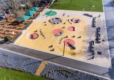 Εναέρια άποψη της παιδικής χαράς νερού διασκέδασης το καλοκαίρι πάρκων Στοκ φωτογραφία με δικαίωμα ελεύθερης χρήσης