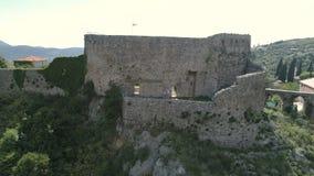 Εναέρια άποψη της παλαιάς πόλης των αρχαίων καταστροφών φραγμών απόθεμα βίντεο