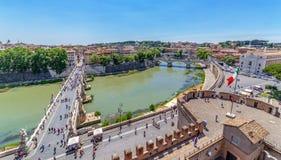 Εναέρια άποψη της παλαιάς πόλης της Ρώμης με το Ponte Sant Angelo Στοκ εικόνα με δικαίωμα ελεύθερης χρήσης