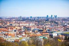 Εναέρια άποψη της περιοχής Smichov στην Πράγα από το λόφο Petrin, Πράγα, Δημοκρατία της Τσεχίας στοκ φωτογραφία με δικαίωμα ελεύθερης χρήσης