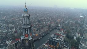 Εναέρια άποψη της πόλης στην ελαφριά ομίχλη απόθεμα βίντεο