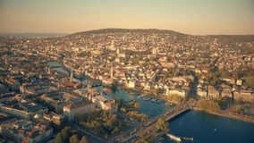 Εναέρια άποψη της πόλης του κέντρου της Ζυρίχης και του ποταμού Limmat, Ελβετία φιλμ μικρού μήκους