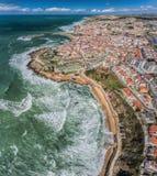 Εναέρια άποψη της πόλης των ακτών και των οδών Ericeira στοκ φωτογραφίες