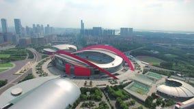 Εναέρια άποψη της πόλης και του ολυμπιακού σταδίου απόθεμα βίντεο