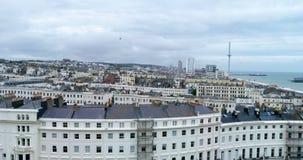 Εναέρια άποψη της πόλης του Μπράιτον και ανυψωμένος από ένα τετράγωνο αντιβασιλείας απόθεμα βίντεο