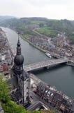 Εναέρια άποψη της πόλης Dinat, του ποταμού & Collegiale Notre Dame de Dinant Μάας Στοκ Εικόνα