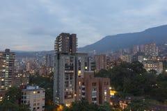 Εναέρια άποψη της πόλης Medellin μέσα σε μια κατοικημένη γειτονιά, στοκ εικόνες