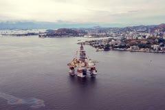 Εναέρια άποψη της πλατφόρμας διατρήσεων πλατφορμών άντλησης πετρελαίου κοντινό Niteroi Στοκ Εικόνα