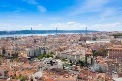 Εναέρια άποψη της στέγης της Λισσαβώνας από Senhora do Monte την άποψη (Μ Στοκ φωτογραφία με δικαίωμα ελεύθερης χρήσης