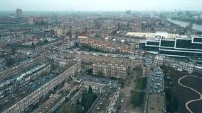 Εναέρια άποψη της χαρακτηριστικής κατοικήσιμης περιοχής στην περιοχή Rijnbuurt προς το κέντρο πόλεων στο Άμστερνταμ, Κάτω Χώρες απόθεμα βίντεο