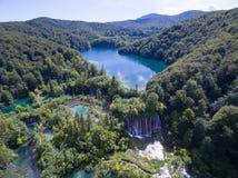 Εναέρια άποψη της όμορφης φύσης στο εθνικό πάρκο λιμνών Plitvice, Κροατία Στοκ Φωτογραφία