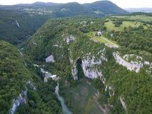 Εναέρια άποψη της όμορφης φύσης στο εθνικό πάρκο λιμνών Plitvice, Κροατία Στοκ φωτογραφία με δικαίωμα ελεύθερης χρήσης