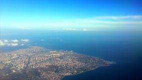 Εναέρια άποψη τοπίων από το αεροπλάνο, τον ουρανό και το ωκεάνιο μπλε απόθεμα βίντεο
