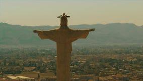 Εναέρια άποψη του αγάλματος Chist Castillo de Monteagudo στην Ισπανία απόθεμα βίντεο