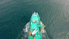 Εναέρια άποψη του αλιευτικού σκάφους από τον ουρανό Να πετάξει φιλμ μικρού μήκους