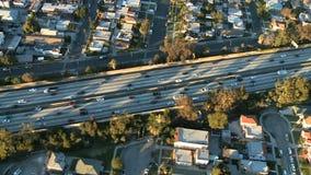 Εναέρια άποψη του αυτοκινητόδρομου/της εθνικής οδού/των προαστίων του Λος Άντζελες - συνδετήρας 10 απόθεμα βίντεο