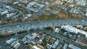 Εναέρια άποψη του αυτοκινητόδρομου/της εθνικής οδού/των προαστίων του Λος Άντζελες - συνδετήρας 12 απόθεμα βίντεο