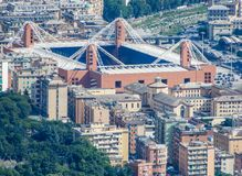 Εναέρια άποψη του γηπέδου ποδοσφαίρου ` Luigi Ferraris ` της Γένοβας, Γένοβα, Ιταλία Αυτό το στις ομάδες Serie Α παιχνιδιού σταδί στοκ φωτογραφία