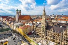 Εναέρια άποψη του Δημαρχείου και Frauenkirche Marienplatz στο Μόναχο, Στοκ εικόνα με δικαίωμα ελεύθερης χρήσης