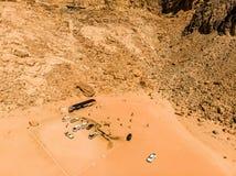 Εναέρια άποψη του ελατηρίου του Lawrence στην ιορδανική έρημο κοντά στο ρούμι Wadi Στοκ Φωτογραφία