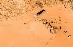 Εναέρια άποψη του ελατηρίου του Lawrence στην ιορδανική έρημο κοντά στο ρούμι Wadi Στοκ εικόνα με δικαίωμα ελεύθερης χρήσης