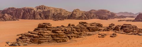 Εναέρια άποψη του ελατηρίου του Lawrence στην ιορδανική έρημο κοντά στο ρούμι Wadi Στοκ φωτογραφία με δικαίωμα ελεύθερης χρήσης
