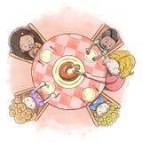 Εναέρια άποψη του εξυπηρετώντας κέικ μητέρων σε μια ομάδα υπόβαθρο ζωγραφικής watercolor παιδιών του †« Στοκ Εικόνες