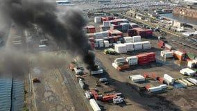 Εναέρια άποψη του θαλάσσιου τερματικού της Φιλαδέλφειας πυρκαγιάς εμπορευματοκιβωτίων φιλμ μικρού μήκους