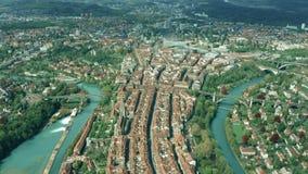 Εναέρια άποψη του ιστορικού μέρους της Βέρνης στην Ελβετία φιλμ μικρού μήκους