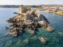 Εναέρια άποψη του κάστρου Aragonese LE Castella, LE Castella, Καλαβρία, Ιταλία Στοκ φωτογραφία με δικαίωμα ελεύθερης χρήσης