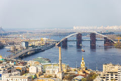 Εναέρια άποψη του Κίεβου, Ουκρανία Ποταμός Dnieper, γέφυρες Στοκ εικόνα με δικαίωμα ελεύθερης χρήσης