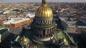 Εναέρια άποψη του καθεδρικού ναού του Isaac στην Άγιος-Πετρούπολη απόθεμα βίντεο