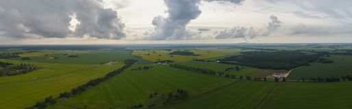 Εναέρια άποψη του καταπληκτικού θερινού τοπίου πράσινο ύφος απεικόνισης πεδίων κινούμενων σχεδίων Στοκ Φωτογραφίες