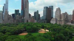 Εναέρια άποψη του κεντρικού πάρκου της πόλης της Νέας Υόρκης απόθεμα βίντεο