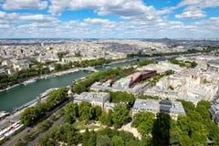 Εναέρια άποψη του κεντρικού Παρισιού και του ποταμού Σηκουάνας Στοκ εικόνα με δικαίωμα ελεύθερης χρήσης