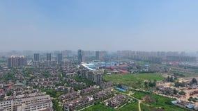 Εναέρια άποψη του κτηρίου και της πόλης φιλμ μικρού μήκους