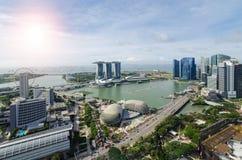 Εναέρια άποψη του κόλπου μαρινών στην πόλη της Σιγκαπούρης με το συμπαθητικό ουρανό Στοκ εικόνες με δικαίωμα ελεύθερης χρήσης