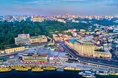 Εναέρια άποψη του λιμένα ποταμών, Podil και του ταχυδρομικού τετραγώνου στο Κίεβο, Ουκρανία Στοκ φωτογραφία με δικαίωμα ελεύθερης χρήσης