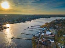 Εναέρια άποψη του λιμανιού πόλεων του $ροστόκ - δείτε πέρα από τον ποταμό warnow στοκ εικόνα με δικαίωμα ελεύθερης χρήσης