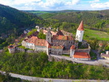 Εναέρια άποψη του μεσαιωνικού κάστρου Krivoklat στην Τσεχία στοκ εικόνα