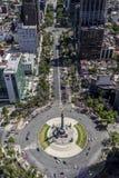 Εναέρια άποψη του μνημείου αγγέλου ανεξαρτησίας στην Πόλη του Μεξικού και το Πε στοκ εικόνα