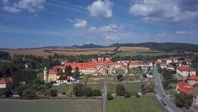 Εναέρια άποψη του μοναστηριού Velehrad, Δημοκρατία της Τσεχίας απόθεμα βίντεο