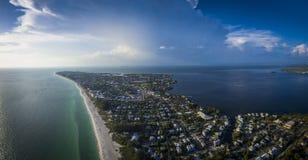 Εναέρια άποψη του νησιού της Anna Μαρία Στοκ φωτογραφία με δικαίωμα ελεύθερης χρήσης